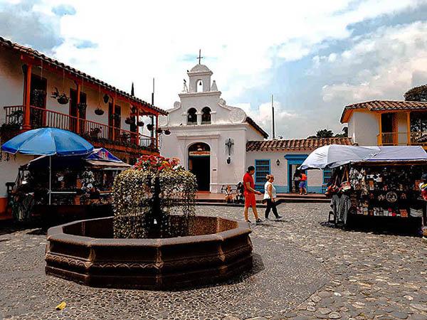 Plazoleta del pueblito paisa en el cerro Nutibara Medellín