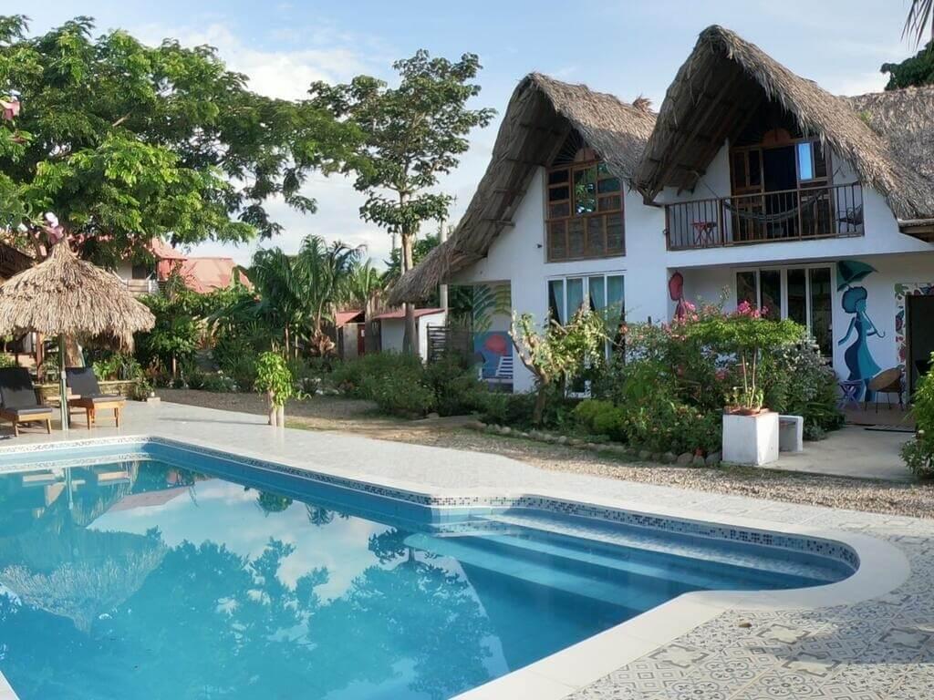 Kawabonga hostel green&pool